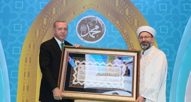 الرئيس التركي أردوغان ورئيس رئاسة الشؤون الدينية محمدعلى أرباش