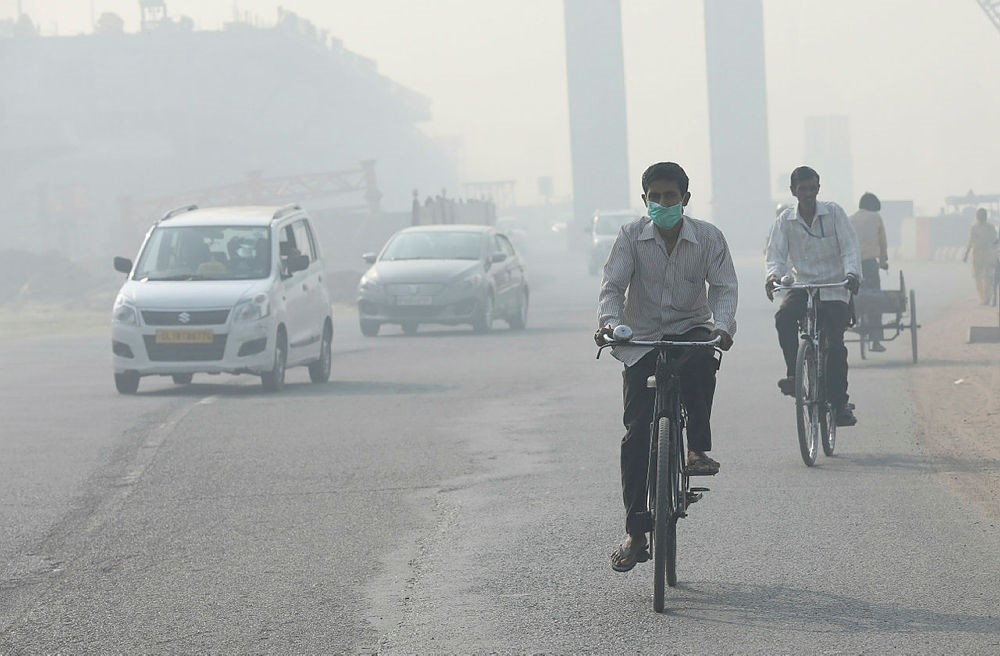 A man wears a face mask to avoid pollution as he rides on a bicycle, one day after the Diwali festival, New Delhi, India, Oct. 20, 2017. (EPA Photo)