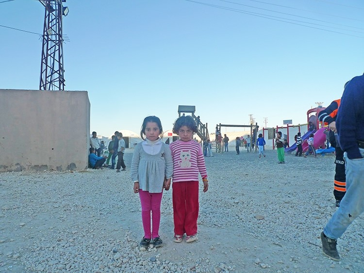 Syrian Kurds come into Turkey with agony in older generation, hope for the new