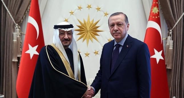 سفير المملكة العربية السعودية وليد بن عبد الكريم الخريجي لدى تقديمه أوراق اعتماده للرئيس التركي (أرشيف)