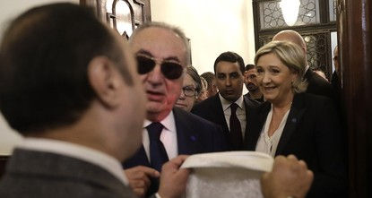 pFar-right French presidential candidate Marine Le Pen refused on Tuesday to wear a headscarf to meet with Lebanon's top Sunni Muslim cleric./p  pWhen she arrived at Sheikh Abdellatif Deryan's...