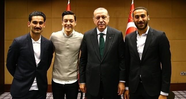 في لقاء النجوم.. أردوغان يحرز هدفًا بمرمى الرئيس الألماني!