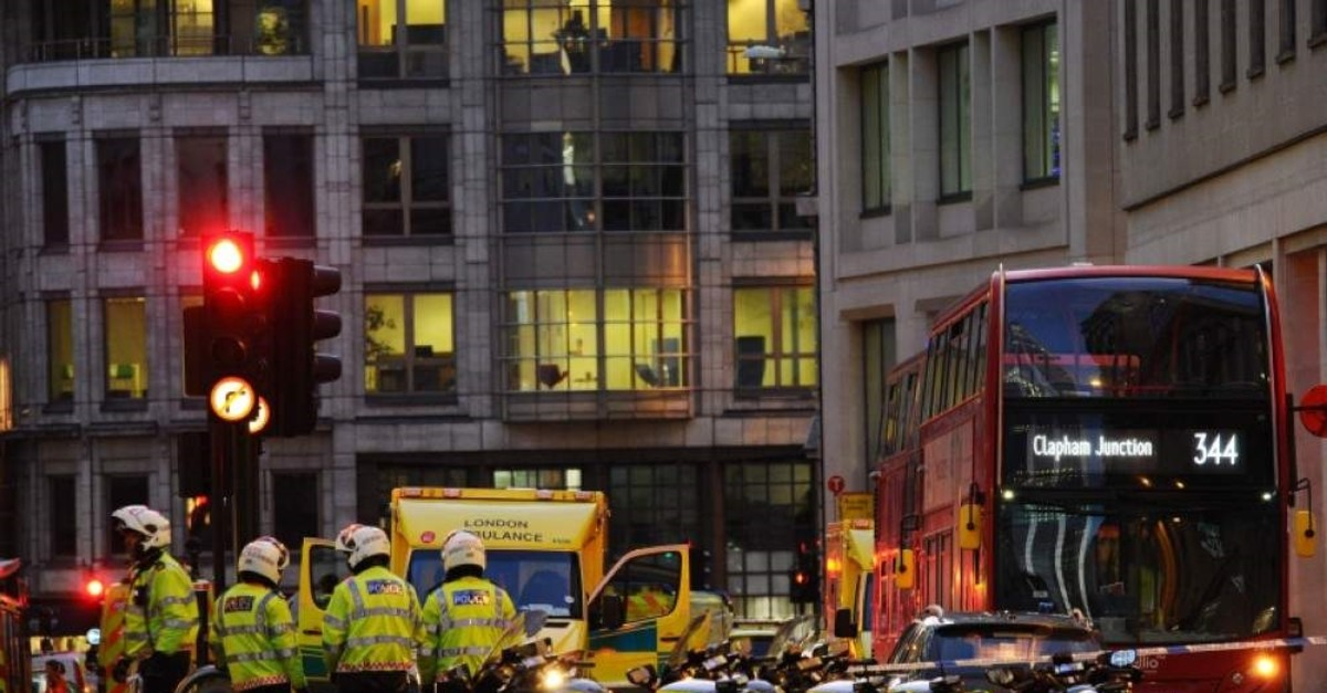 Police and emergency vechiles gather at Leadenhall near London Bridge in central London, on November 29, 2019 after reports of shots being fired on London Bridge. (AFP Photo)