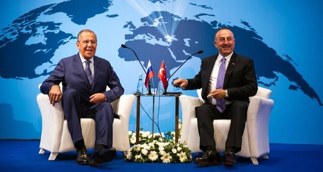 تشاوش أوغلو ولافروف يجريان محادثات هاتفية حول سوريا