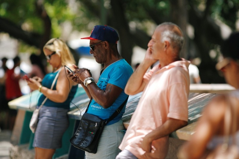 Cubans check their phones at an internet hotspot in Havana, Cuba August 10, 2018. (REUTERS Photo)