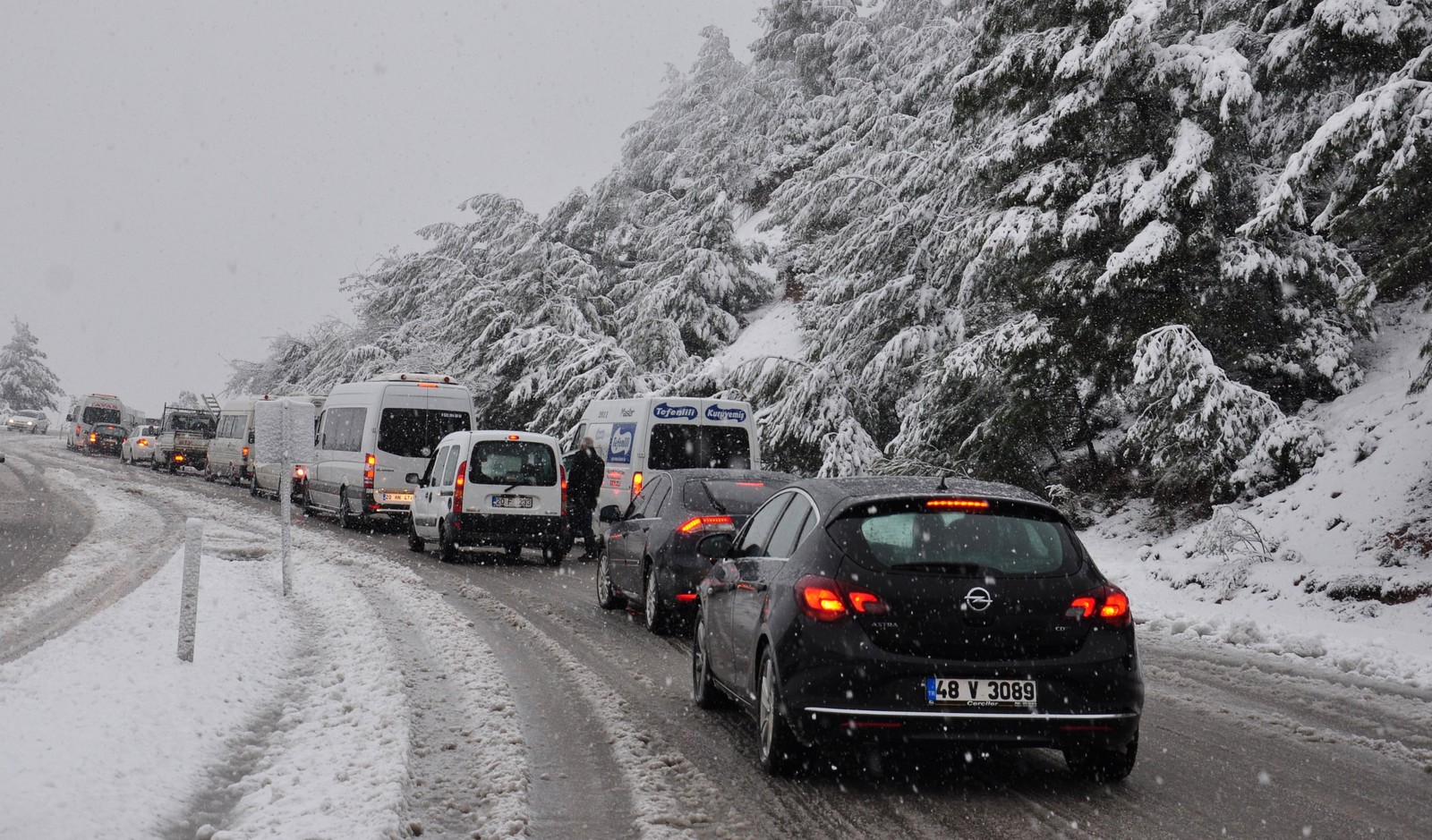 The passage of trucks and heavy vehicles were prevented in Denizli due to heavy snowfall.