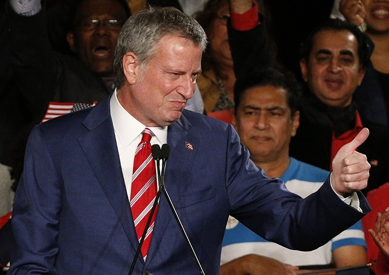 New York Mayor Bill de Blasio greets supporters after his re-election in New York City, U.S. November 7, 2017. (Reuters Photo)