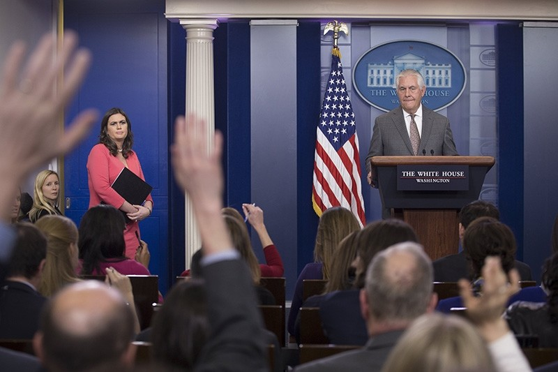 US Secretary of State Rex Tillerson (R) participates in a news conference with White House Press Secretary Sarah Huckabee Sanders (L) at the White House in Washington, DC, Nov. 20 2017. (EPA Photo)
