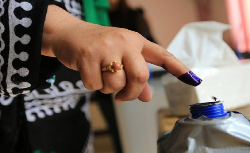 An Iraqi woman's finger is seen stained with ink at a polling station during the parliamentary election in Sulaimaniyah, Iraq May 12, 2018. (Reuters Photo)