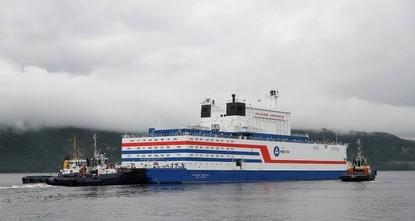 1-й в мире плавучий энергоблок отправился на Чукотку