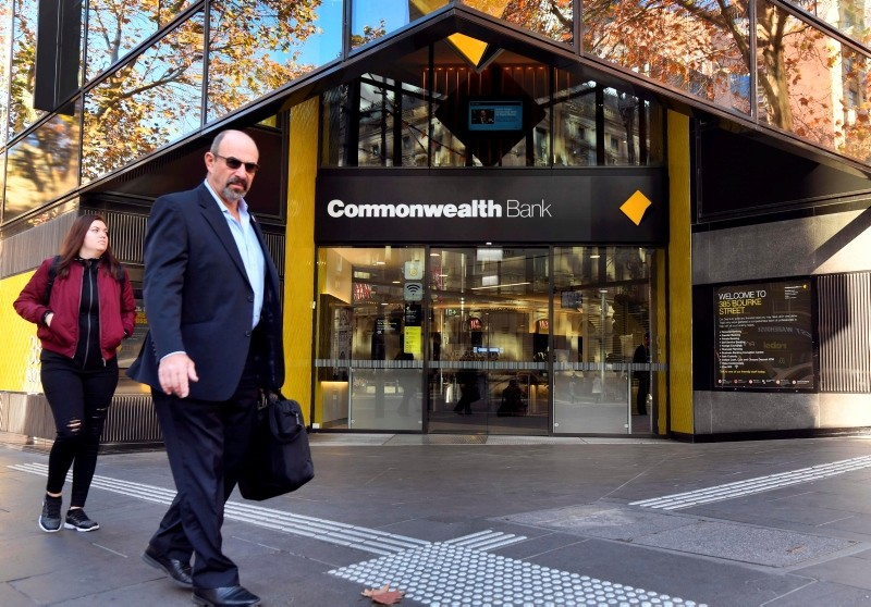 People walk past a branch of Australia's Commonwealth Bank in Melbourne on June 4, 2018. (AFP Photo)
