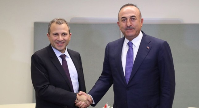 Photo posted on Sept. 20, 2017 on Twitter by @mevlutcavusoglu shows the Foreign Minister Mevlüt Çavuşoğlu (R) shaking hands with Lebanese counterpart Gebran Bassil in New York.