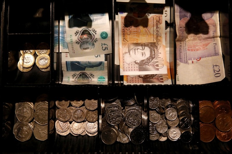 Pound Sterling notes and change are seen inside a cash resgister in a coffee shop in Manchester, Britain, September 21, 2018. (REUTERS Photo)