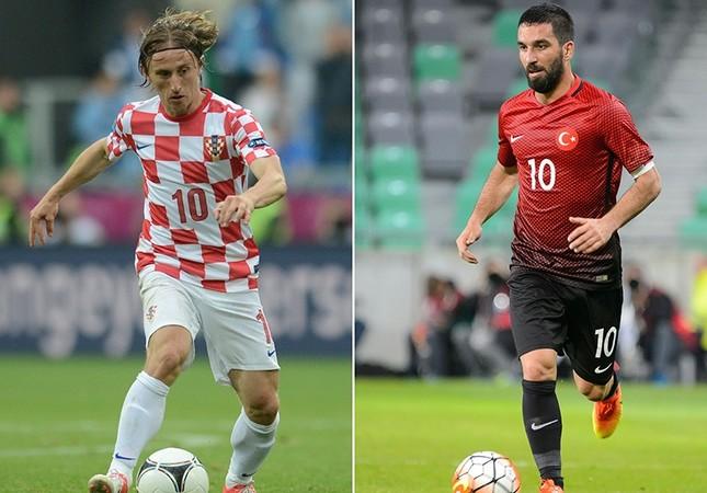 A combination of two file pictures shows Croatia's midfielder Luka Modric (L) in Poznan on June 14, 2012 and Turkey's midfielder Arda Turan in Ljubljana on June 5, 2016. (AFP Photo)