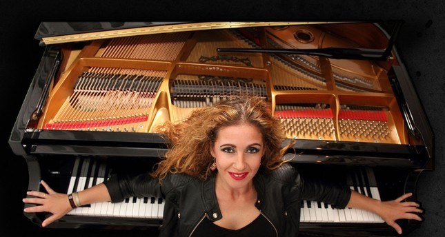 Enriching her vocal performance with piano and dance, Laura de Los Angeles will offer an unforgettable musical performance at Antalya Piano Festival.