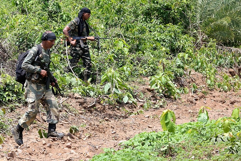 This photo taken on May 9, 2018 shows Indian military personnel patrolling in the Saranda forest area in operations against Maoist rebels in the West Singhbhum district of India's eastern Jharkhand state. (AFP Photo)