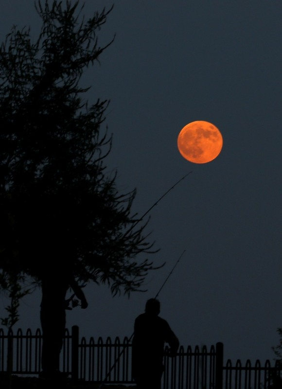 Blood moon as seen from Antalya (AA Photo)