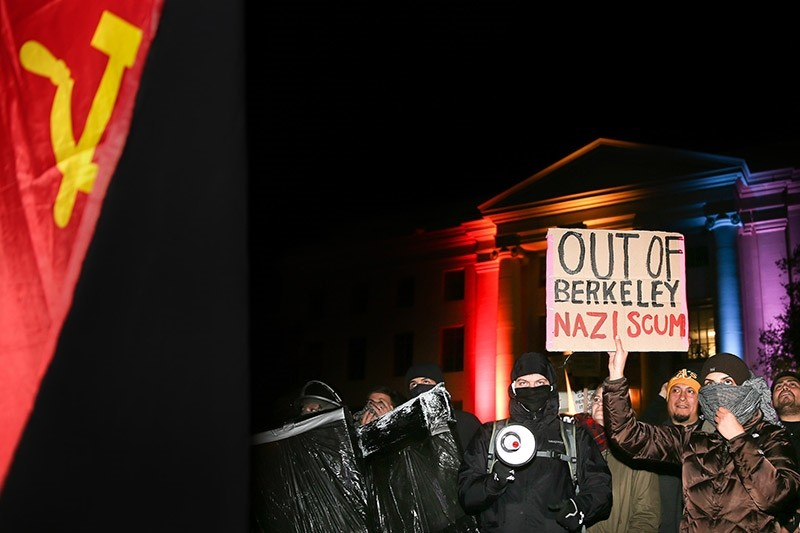 People protest controversial Breitbart writer Milo Yiannopoulos at UC Berkeley on Feb. 1, 2017 in Berkeley, California. (AFP Photo)
