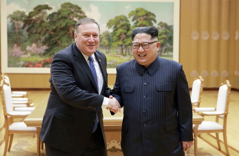 North Korean leader Kim Jong Un, right, and U.S. Secretary of State Mike Pompeo shaking hands at the Workers' Party of Korea headquarters in Pyongyang, North Korea, May 9, 2018. (AFP Photo)