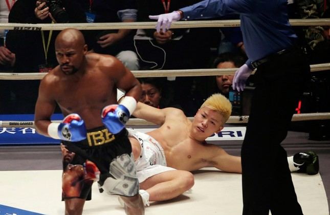 Japanese kick boxer Tenshin Nasukawa lies on the mat after being knocked out by Floyd Mayweather Jr. during first round of their three-round exhibition match, at Saitama Super Arena in Saitama, north of Tokyo, Monday, Dec. 31, 2018. (AP Photo)