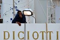 177 Migranten harren weiter im Hafen aus