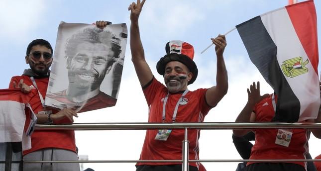 مشجعون للفريق المصري ولصلاح في روسيا (AP)