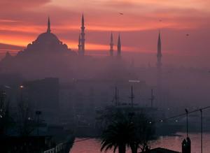 Стамбул накрыл густой туман