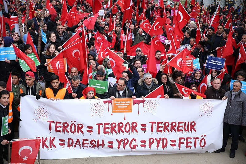 Thousands of Turks stage a protest to denounce terrorism and support democracy at the Schuman Square, Brussels, Belgium, Nov. 21, 2016. (AA Photo)
