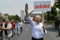 Der Vorsitzende der wichtigsten Oppositionspartei der Türkei hat Donnerstag einen 400-Kilometer-Marsch von Ankara nach Istanbul gestartet, einen Tag nachdem einer seiner Abgeordneten eine...