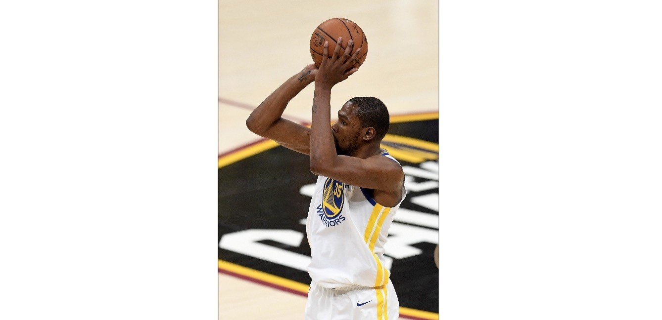 Kevin Durantu2019s last basket was eerily like a 3-pointer he made late in game three last year against the Cavs that clinched a Golden State victory.