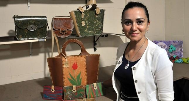 الموضة وفن الإيبرو يلتقيان في حقائب فريدة لمصممة تركية