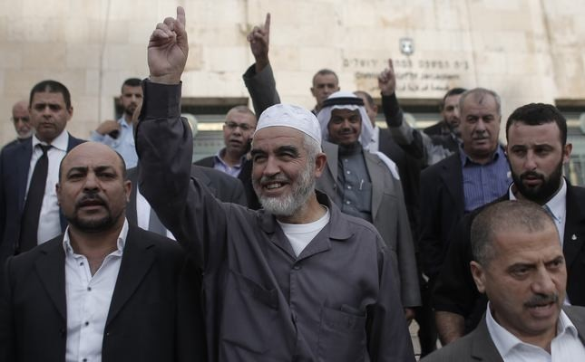Leader of the northern wing of the Islamic Movement in Israel, Sheikh Raed Salah (C), gestures outside a Jerusalem court after he was convicted on October 27, 2015. (AFP Photo)