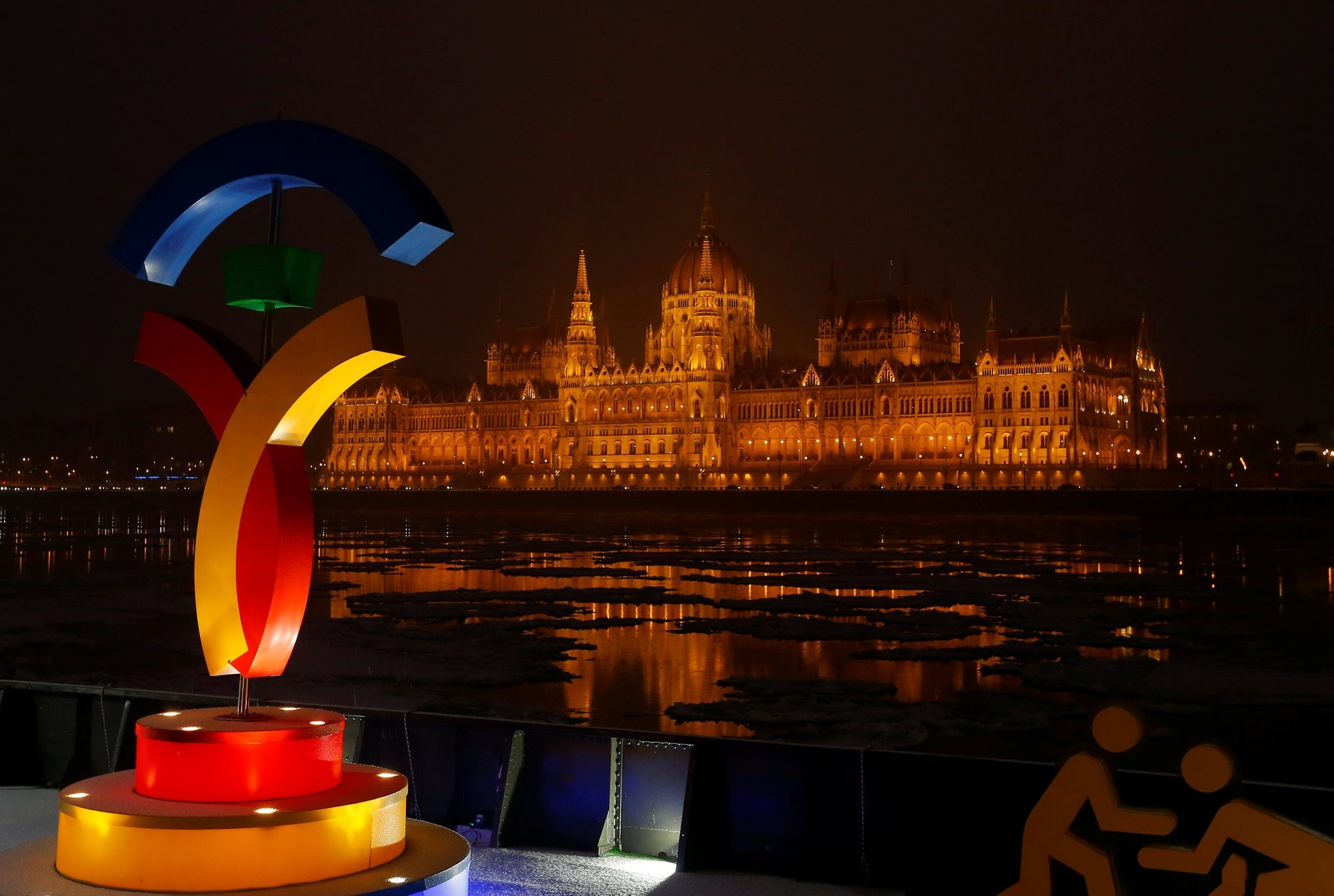 The Hungarian Parliament is seen with the Olympic logo at a promotional spot as the Hungarian capital bids for the 2024 Olympic Games. (REUTERS Photo)