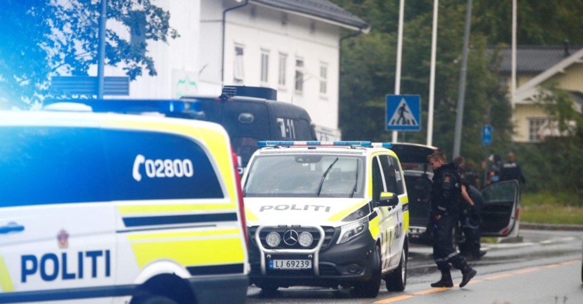 A picture taken on August 10, 2019 shows police vehicles near the al-Noor islamic center mosque where a gunman, armed with multiple weapons, went on a shooting spree in the town of Baerum, an Oslo suburb (AFP Photo)