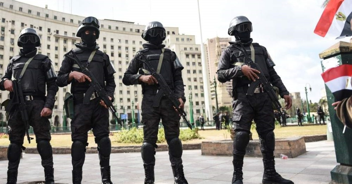 Members of the Egyptian police special forces stand guard on Tahrir Square, Cairo, Jan. 25, 2016. (AFP Photo)