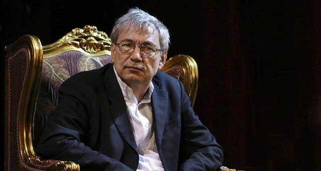 الروائي التركي أورهان باموك يفوز بجائزة تولستوي