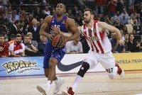 Istanbul heavyweights Anadolu Efes beat Olympiacos 64-60 late Wednesday in Euroleague, bringing the series to 2-1.