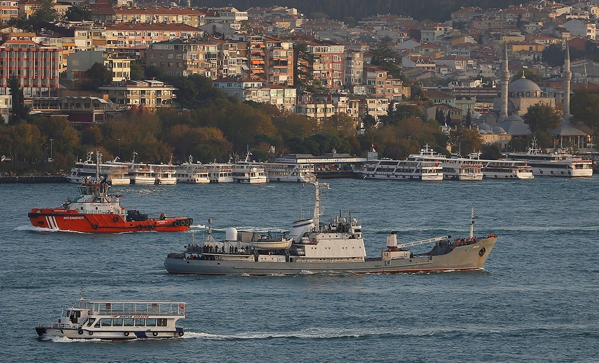 Russian Navyu2019s reconnaissance ship Liman of the Black Sea fleet sails in the Bosphorus, on its way to the Mediterranean Sea, in Istanbul, Turkey, October 21, 2016. (Reuters Archive Photo)