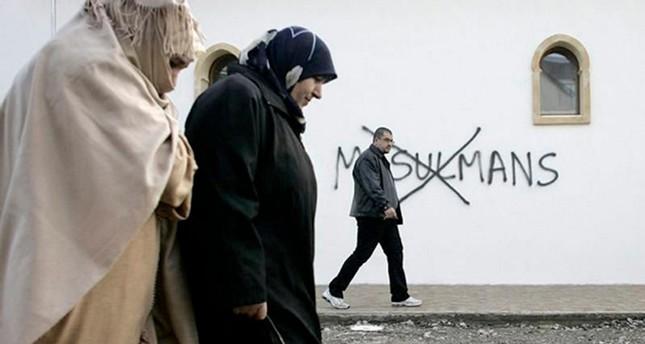 فرنسا.. قرابة نصف المسلمين تعرضوا للتمييز لمرة على الأقل في حياتهم