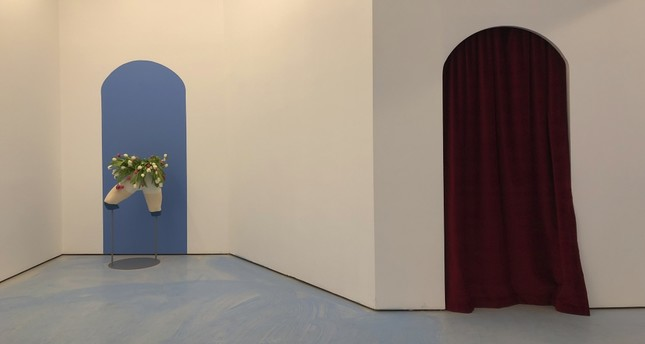 The Pill in Balat transformed into a discreet baby blue atmosphere for Memories of a solitary cruise by Soufiane Ababri, on display until Feb. 23.