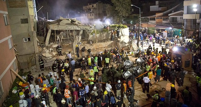 Volunteers and rescue workers search for children trapped inside at the collapsed Enrique Rebsamen school in Mexico City, Tuesday, Sept. 19, 2017. (AP Photo)