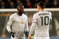 إبراهيموفيتش ولوكاكو ضمن نادي مانشستر يونايتد (رويترز)