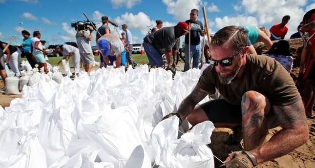 سكان الساحل الشرقي للولايات المتحدة ينتظرون إعصار فلورنس بخوف