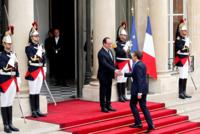 وصل الرئيس المنتخب، إيمانويل ماكرون، اليوم الأحد، إلى قصر الإليزيه بالعاصمة باريس، لتسلم مهامه رسميا، بصفته الرئيس الثامن للجمهورية الفرنسية الخامسة.  وكان في استقبال ماكرون الذي دخل الإليزيه في...