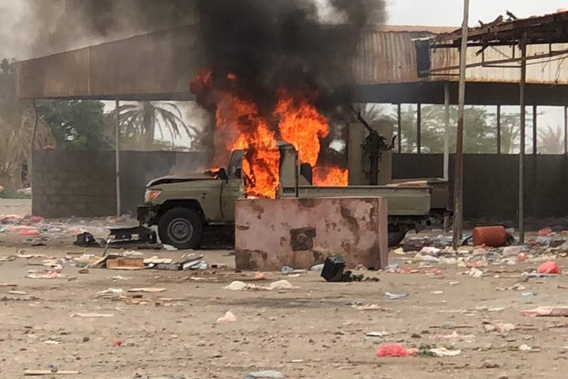 This picture shows an armored vehicle on fire as Yemeni pro-government forces conduct an attack on Houthi rebels positions in the area of al-Fazah in Yemen's Hodeida province on June 16, 2018. (AFP Photo)