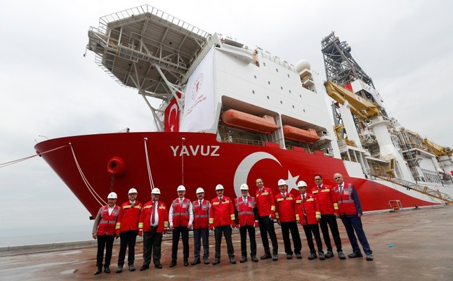 Turkey's Energy Minister Fatih Dönmez and the other officials pose in front of the Turkish drilling vessel Yavuz at Dilovası port in the northwestern Kocaeli province, Turkey, June 20, 2019. (Reuters Photo)