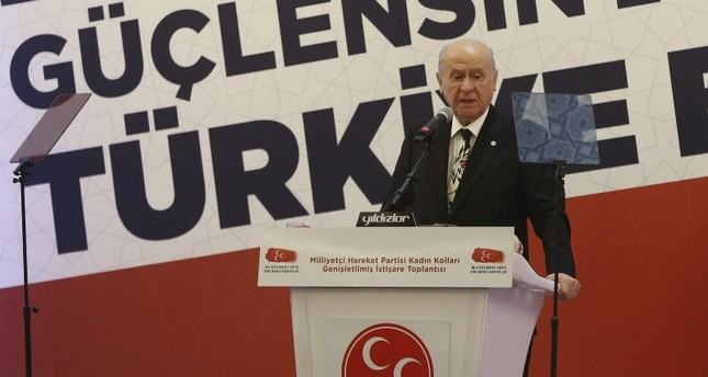 """زعيم """"الحركة القومية"""" التركي: من يدعونا للحوار مع الأسد مغفل"""