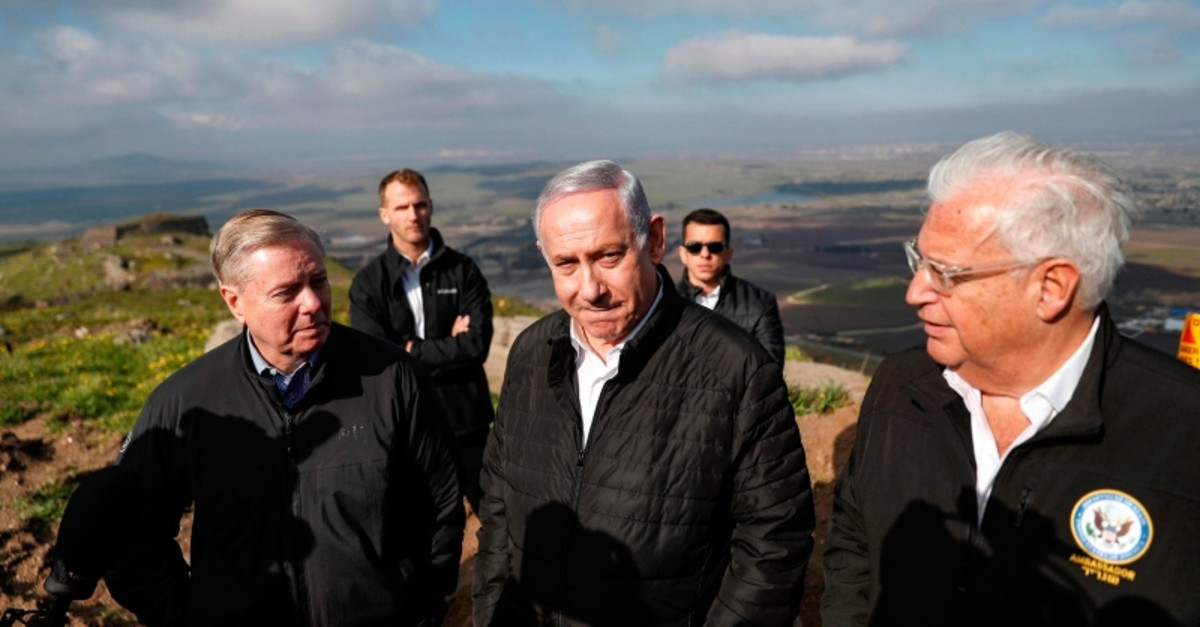 US Senator Lindsey Graham (R-SC) is accompanied by Israeli Prime minister Benjamin Netanyahu and US Ambassador to Israel David Friedman as they visit the border line between Syria and the Israeli-annexed Golan Heights on March 11, 2019. (AFP Photo)