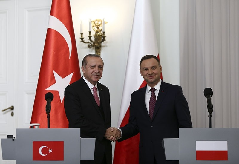 Polish President Andrzej Duda (R) and Turkish President Recep Tayyip Erdou011fan shake hands following the joint press conference at the Presidential Palace in Warsaw, Poland, Oct. 17, 2017. (AA Photo)