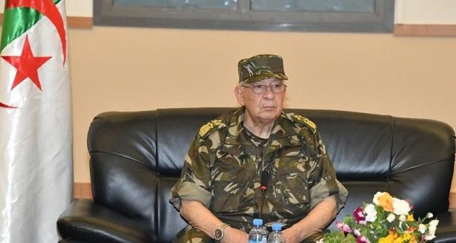 قائد أركان الجيش الجزائري يتعهد بالحفاظ على استقرار البلاد وأمنها ووحدتها في كل الظروف